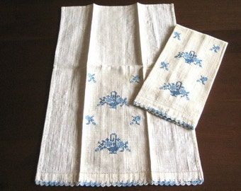 Retro Vintage Embroidered Towel Pair Antique Embroidery Flowers LACE Hem Blue Textured Towels