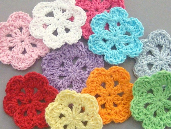 20 Handmade Crochet Flower Appliques... 1.5 inch... 10 Colors... EA160