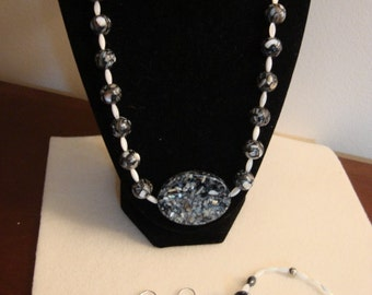 Inlaid Mother of Pearl Necklace Set