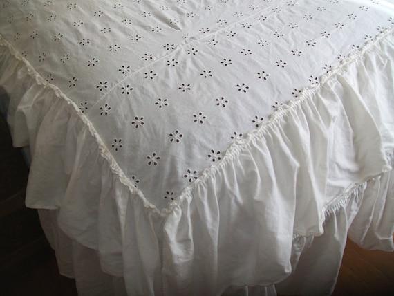 Vintage Ruffled Eyelet Bedspread Shabby Cottage Chic Full