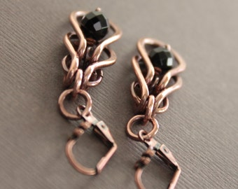Dangle chainmaille copper earrings with framed black onyx stones - Onyx earrings - Dangle earrings