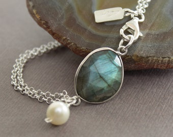 Flashy framed labradorite stone with a white pearl bracelet and sterling silver - Bridesmaid bracelet  - Stone bracelet