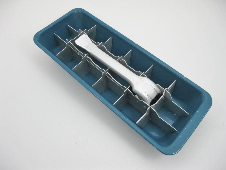 Metall eiswurfelbereiter in blau for Eiswürfelbereiter