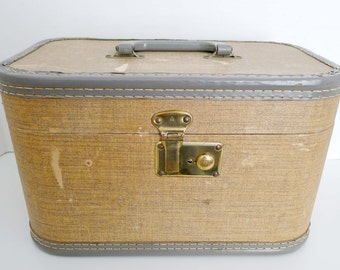Old Antique Vintage Cosmetic Make Up Train Carrying Case