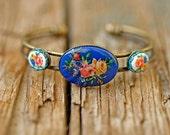 a charming Folkloristic Flowery adjustable Bracelet