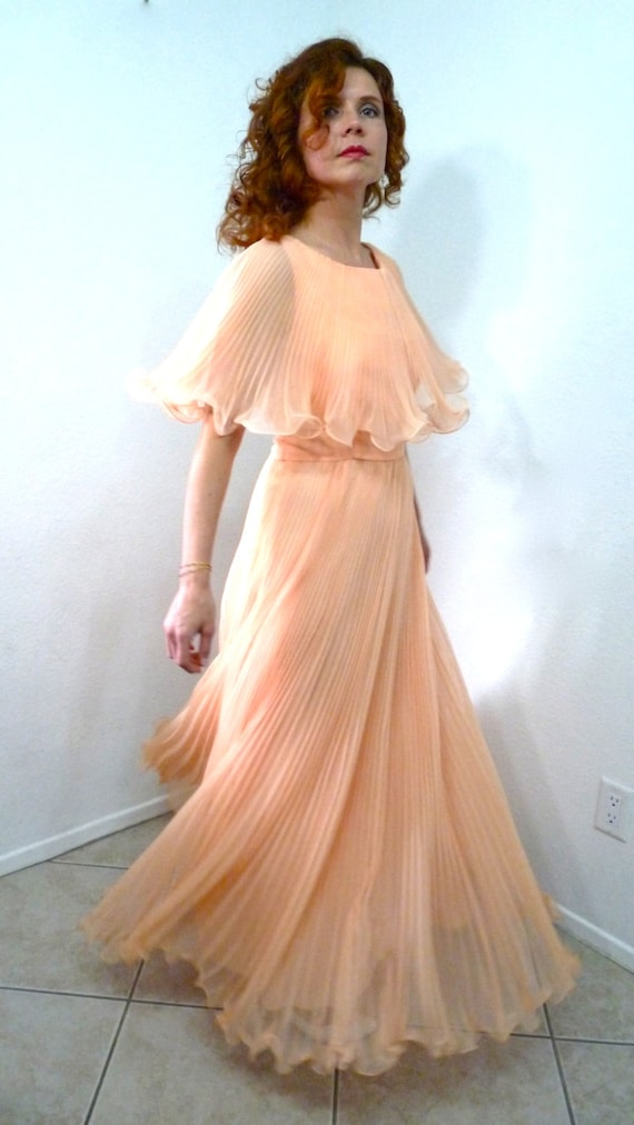 Trendy Women's Midi Dresses: The Perfect Length at the ...