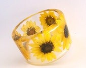 Sunflower Botanical Resin Bangle.  Chunky Bangle with Pressed Flowers.  Real Flowers -Yellow Sunflowers. Bridesmaid Anniversary Gift Custom