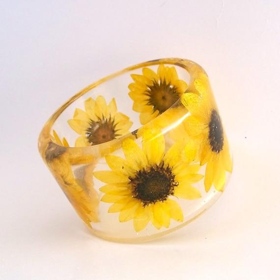 Sunflower Botanical Resin Bangle.  Chunky Bangle with Pressed Flowers.  Real Flowers -Yellow Sunflowers. Bridesmaid Anniversary Gift Custom