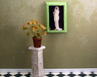 Doll House Wall Hanging - Lady in Shawl - Green Frame