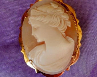 Gorgeous 1950 Cameo brooch  - vintage high quality -genuine shell cameo brooch and gold  --Art.371/2 -