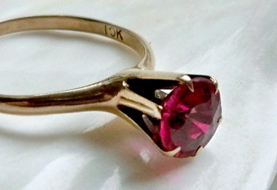 10k Gold Solitaire Ruby Red Stone High Rise Victorian Ring