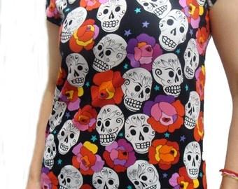 US Handmade Estrella De Los Muetros Day Of The Dead Rockabilly Skulls Halloween Gothic Scrub Blouse T-Shirt, Medium size