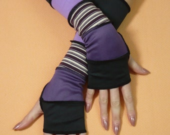 Segmented Armwarmers in Black Purple Lavender Mix, Vagabond Striped Fingerless Gloves with Thumb Hole, Upcycled Look Sleeves Hippie