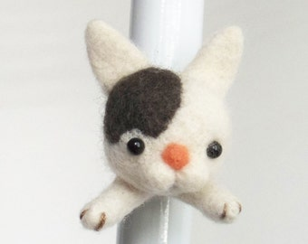 Felt cat magnet :  needle felted kitty head, white with a gray dot, animal head magnet