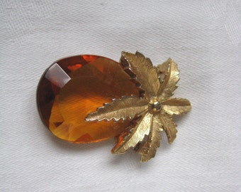 Vintage amber & gold tone pineapple brooch pin. Amber Haze by Sarah Coventry
