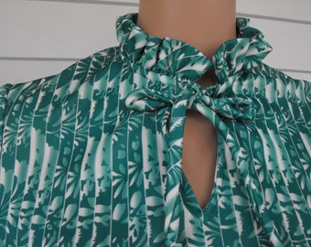 Green Print Blouse and Skirt Vintage 70s Secretary Neck Bow Top Long Sleeve S M