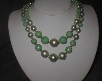 Vintage 1940s Green faux Pearl Necklace