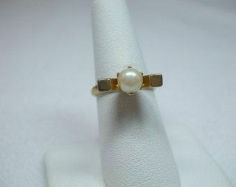 Vintage smile goldtone adjustable genuine pearl ring