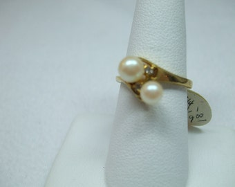Vintage Goldtone Double Swirl Faux pearl with two tiny rhinestone