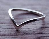 Wishbone ring / Chevron ring