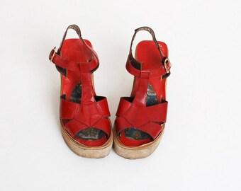 Vintage 70s Red Leather & Suede Platforms Sandals 5