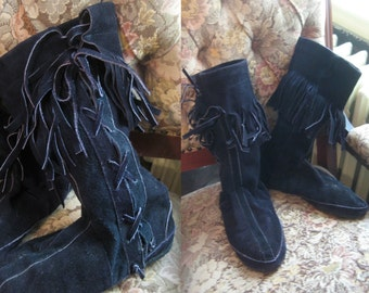 70s FRINGED LACE Up MOCCASINS vtg Native Indian Fringe Drawstring Boots Midi Flats Black Suede Leather Soled Soles 8 8.5 8 1/2 1970s