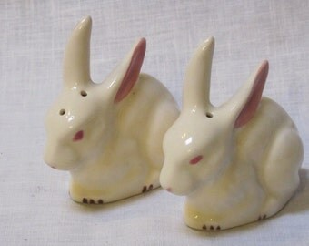 vintage bunny rabbit salt and pepper shakers
