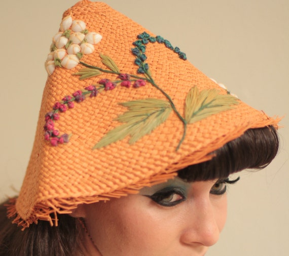 Coolie Hat: Vintage 1950s Coolie Hat In Peach Straw W/Shells By