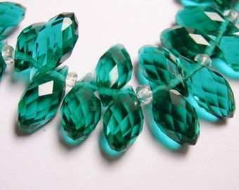 Faceted teardrop crystal briolette beads - 24 pcs - 12mm by 6mm - top sideways drill - Emerald green