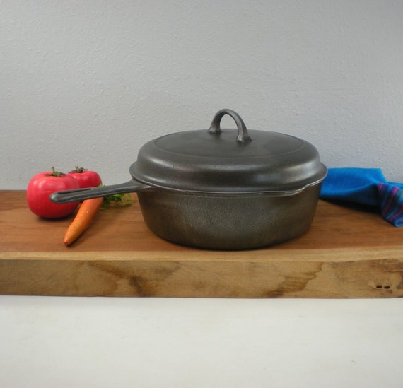 No. 8 Griswold Cast Iron 777 Deep Chicken Fryer by