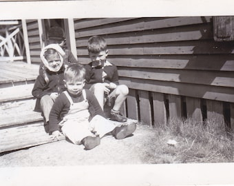 Kids on the Steps - Vintage Photograph (Y)