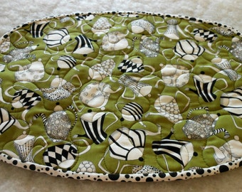 Reversible Place Mats Black and White on Olive 6 Oval Mats