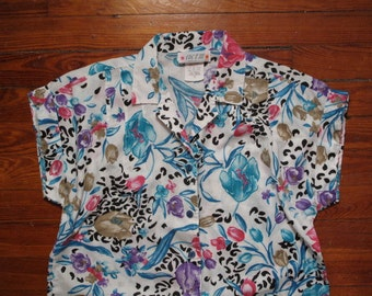 women's vintage short sleeve button up top.