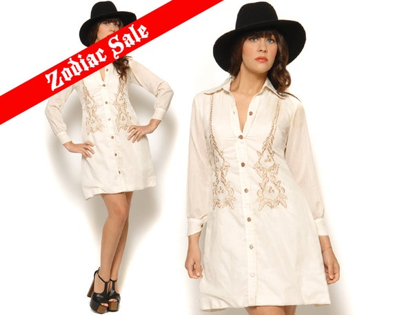 70s Mini Dress Cream Embroidered Flowers Vintage Button Up Shirt Dress Long Sleeve / Boho Hippie / Size S Small