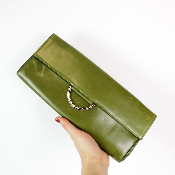 green leather clutch / 1960s Dal'on avocado envelope purse w/ enamel ring