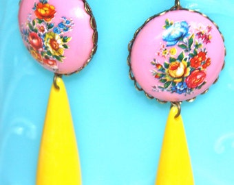 Vintage Pink Floral Round Scalloped Antique Brass Bright Yellow Drop Dangle Earrings- Bridesmaids, Wedding, Beach