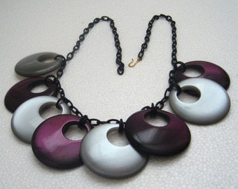 Vintage early plastic lucite loops chain necklace