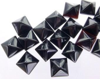 ONYX. PYRAMiD. STuD Cabochons. Small. 5pc. 6.0 cts. 6 mm (Ox140-5)