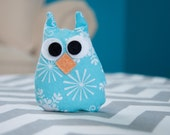 Blue Snowflake Pocket-Sized Owl Hand Warmer/Cold Pack