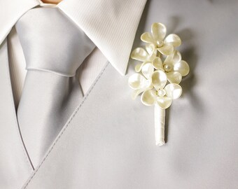 Pearl Boutonniere - Ivory Pearl Grooms Boutonniere, Boutonniere for Wedding, Mens Boutonniere, Groomsman Boutonniere