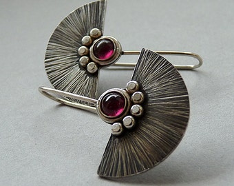 Sterling silver earrings with garnet - Silver jewelry - Gemstone earrings - Handcrafted jewellery. MADE TO ORDER.