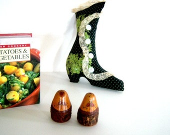 On Sale Vintage Cook Book, New Mexico Shakers and Old Woman in a Shoe Wall Hanging