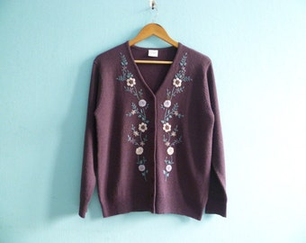 Vintage floral embroidered cardigan sweater / purple plum violet / buttoned up down / long sleeves / medium