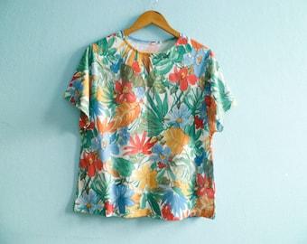 Vintage women top blouse floral / multicolor blue red green / summer / short sleeves / medium