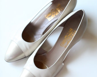 Vintage Women's size 10 Beige Two Toned Pumps, Salvatore Ferragamo