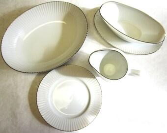 White Serving Dinnerware Trend Finesse Pattern Gravy Boat Creamer Serving Bowl Plate China