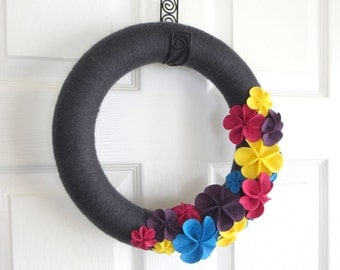 Spring Yarn Wreath. Charcoal Grey, Raspberry Pink, Purple, Aqua Blue, and Yellow Felt Flowers. Spring home decor, May Flowers.