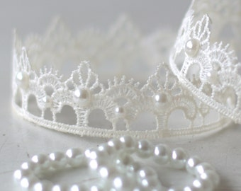 White Christmas Crown and Pearl Bracelet Set.  Baby Crown and Bracelet Set. Newborn White Lace Crown. Photography Prop. UK SELLER