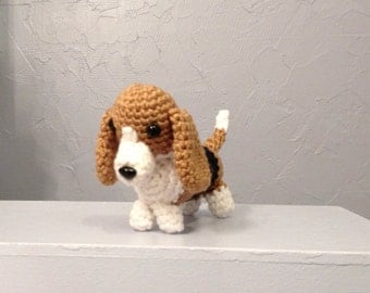 Crocheted Bassett Hound Amigurumi - handmade dog - Crocheted Hound - Bassett Amigurumi - Amigurumi dog - stuffed dog