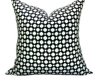 Betwixt pillow cover in Black/White